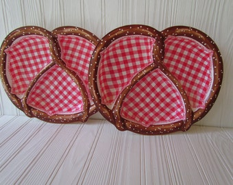Pair of Vintage Plastic Summertime Pretzel Chip Plates with Dividers