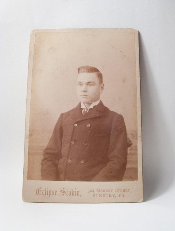 VICTORIAN ANTIQUE PHOTOGRAPH: Carte de Visite, Young Man, 1880s-90s.