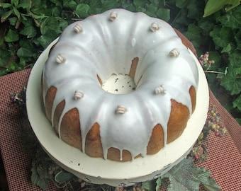 Cinnamon Bundt Cake Candle