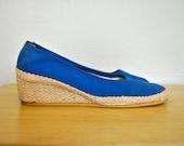 1970s Bright Blue Espadrilles / 8.5 Ladies Summer Shoes / Bright Blue Vintage Wedges / Size 8.5 Blue Espadrilles