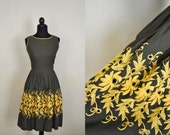 1950s Summer Dress / Small Spring Dress / 1950s Sundress / Vintage  Green and Yellow Embroidered Cotton Sundress