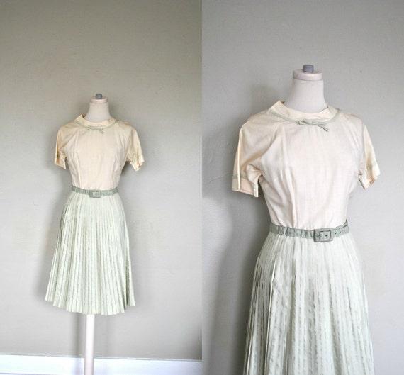 50s Summer Dress  / Small Spring Dress / White Summer Dress - Light Green Pleated Sundress/ 1940s/1950s Sundress / Small Vintage Dress