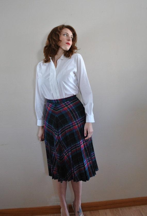 SALE   CLEARANCE SALE Vintage Skirt / Pleated Skirt / Vintage Pretty Plaid Pleated Skirt