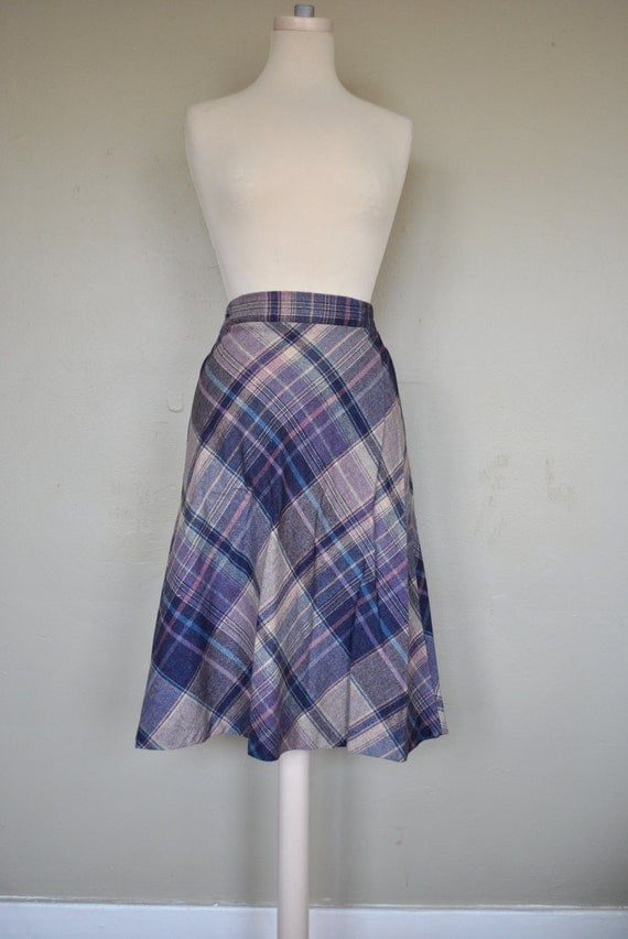 CLEARANCE  School Girl 1970s Vintage Work Skirt / Purple Plaid Skirt / Vintage Skirt / Wool Skirt / Small Wool Blend Skirt