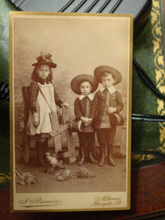 CDV Photo Girl & Boys  - Terrific Clothes Straw Hats