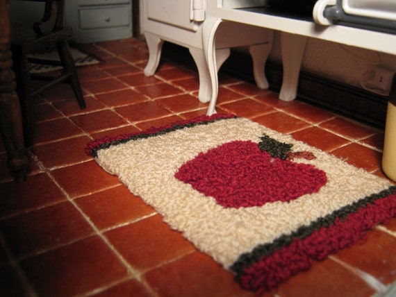 Country Apple Mini Hooked Rug