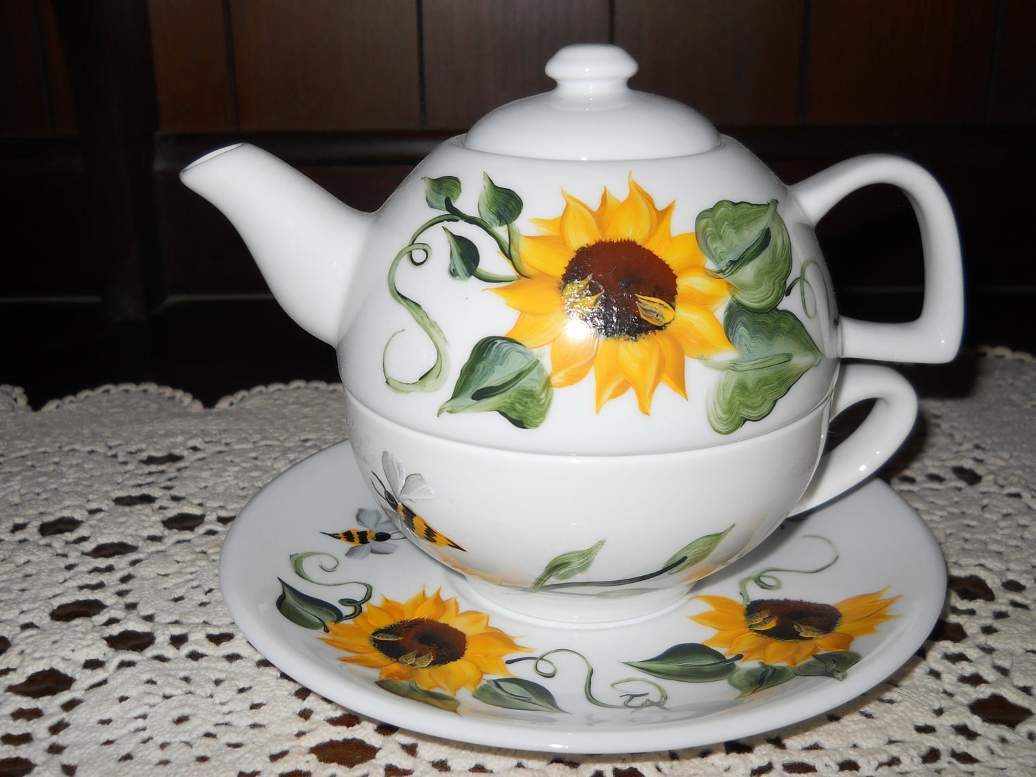 tea for one teapot set elegant bee sunflower design. Black Bedroom Furniture Sets. Home Design Ideas