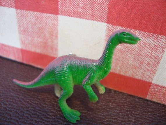 Velociraptor Dinosaur Brooch Pin - Dino Badge