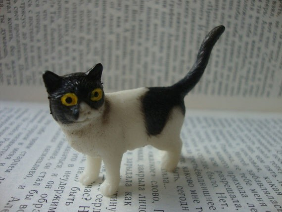 Black and White Cat Brooch Pin - Kawaii Kitty Cat Pin - Batman Cat