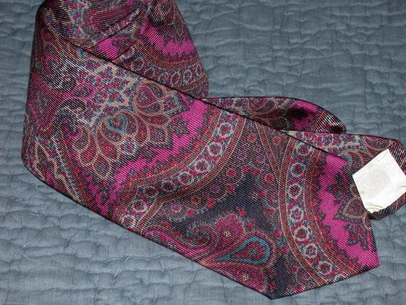 ON RESERVE MIKE Vintage Brooks Brothers Paisley Tie Silk