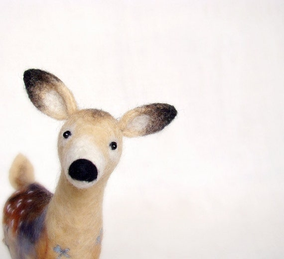 Hanna - White Tailed Female Deer, Felt Doe, woodland plush,  Art Puppet Marionette Stuffed Animal Felted Toy. beige neutral.  MADE TO ORDER