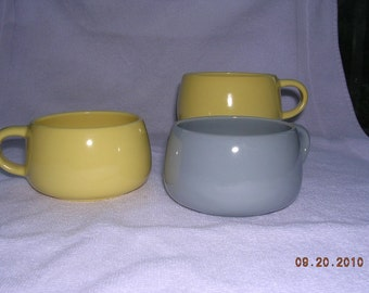 3 little coffee cups Mid Century Russel Wright style