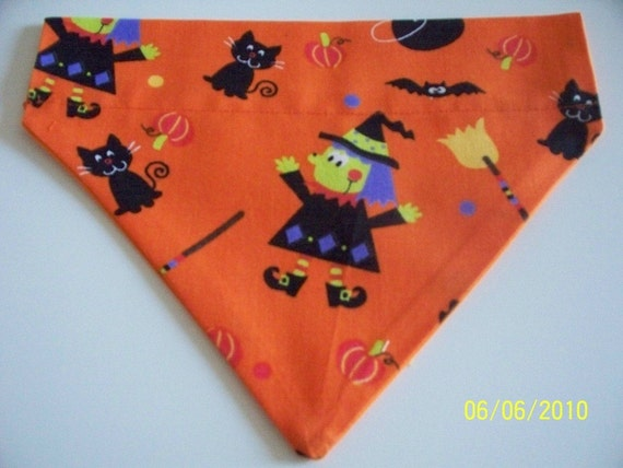 Dog/Cat/Ferret-Reversible 2 in 1 Over the Collar Bandana HALLOWEEN Witches and black cats//Custom made just for YOU and your pet