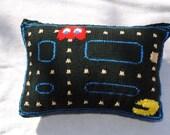 Knitted Pacman 8 Bit Pillow