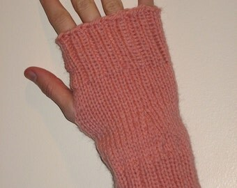 Pure Soft Wool Hand Knit Wrist Warmers Fingerless Gloves in 'chestnut pink'