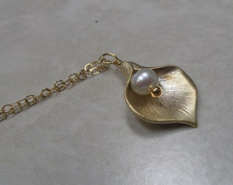calla lily necklace, gold filled, freshwater pearl, matte finish lily