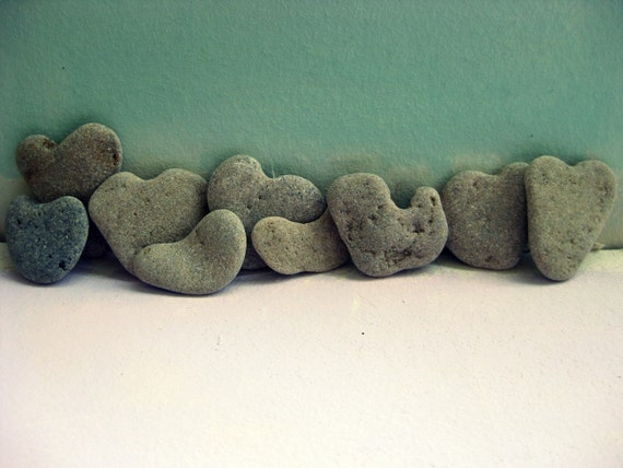 9 genuine heart shaped beach stones free by medbeachstones