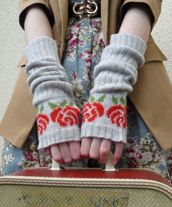 Long Fingerless Gloves, Fingerless Mittens, Red Rose in Grey Lambswool