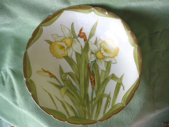 Beautiful Hand Painted Vintage Bavarian China Serving Bowl with Daffodils