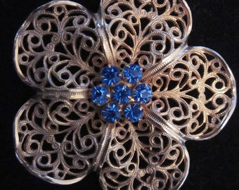 VTG Gold Tone Filigree Flower Brooch with Blue Rhinestone Stigma