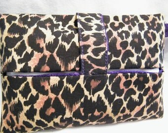 Pocket Tissue Holder with unique GAP-FREE Closure Tab and Keyring Loop, Leopard print