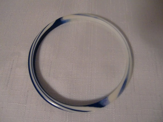 Vintage Navy, Blue & Cream Layered and Striped Lucite Spacer Bangle Bracelet