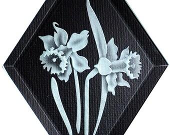 Carved Glass Daffodil Hanging Suncatcher