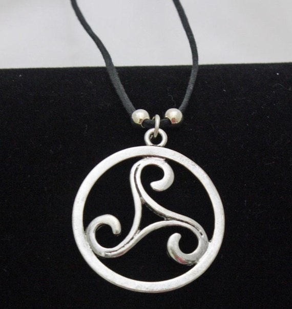 silver medallion/necklace