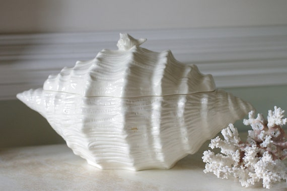 Vintage Ceramic Conch Shell Covered Dish