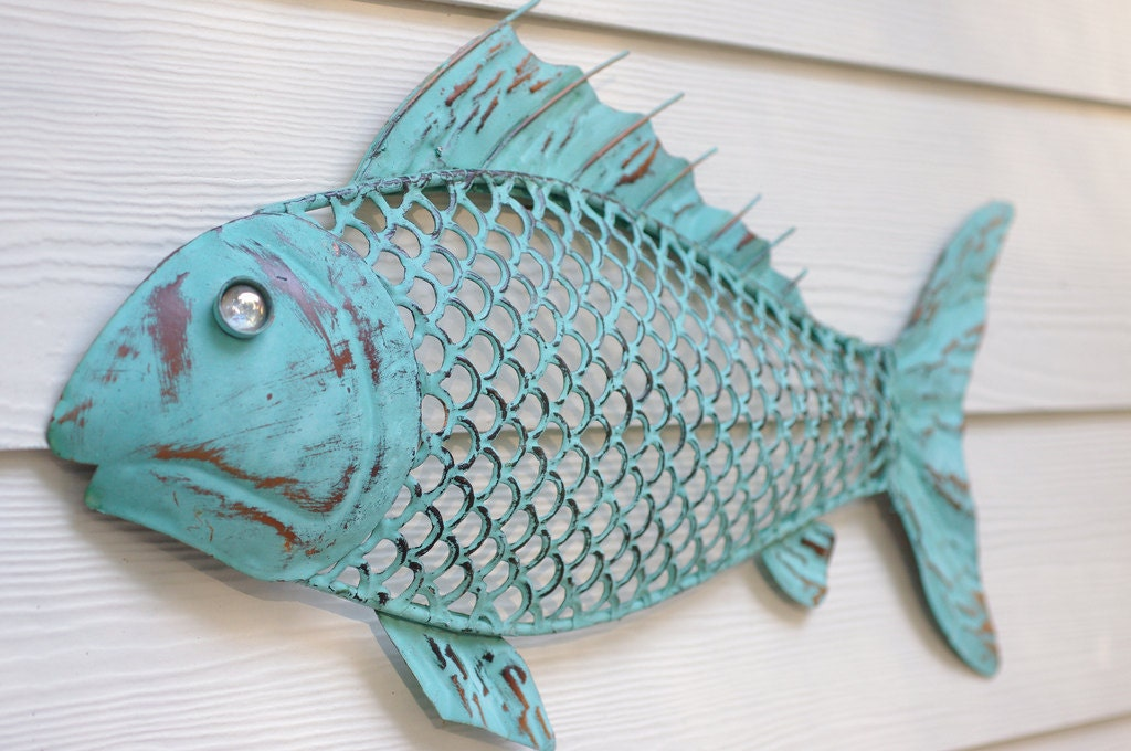 Beach wall decor metal fish blue green patina for Metal fish art wall decor
