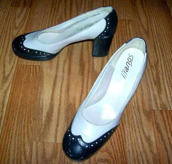 50s/60s Saddle Heels SIZE 5 1/2