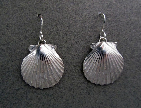 Scallop Earrings (medium)