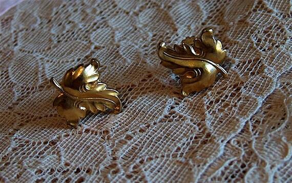 1950s Vintage Gold Leaf Screw Back Earrings
