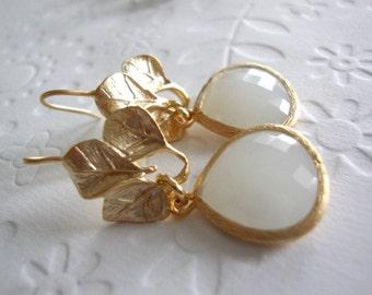 Weddings earrings Gold leaf dangle earrings for your white dress Matt gold 3 leaves earrings with grey white faceted glass, Rustic wedding