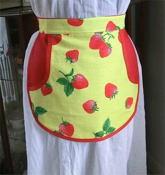 Peg half apron retro style in red and strawberry design