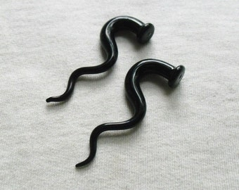 Black Zag 2g gauged ear plugs earrings talons for stretched piercings