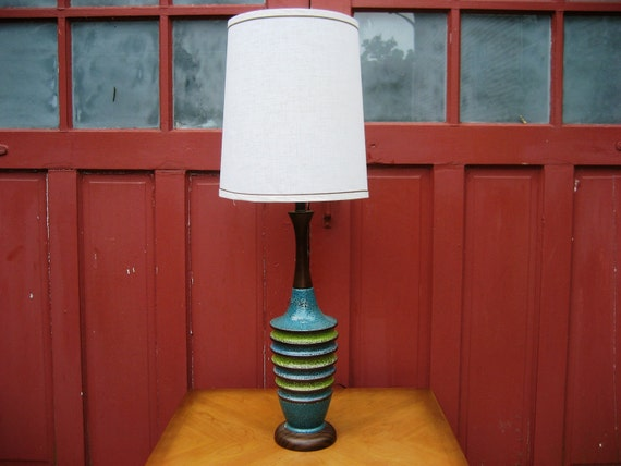 Mid Century Modern Ribbed Ceramic Table Lamp