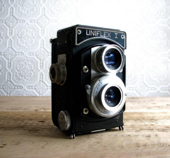 Antique Uniflex I Camera w/ Case