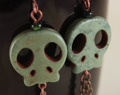 green skull earrings beaded dangle skull jewelry with antiqued copper and brass, GREEN SCREAM.