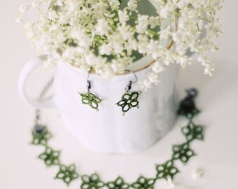 Handmade tatted jewelry set: bracelet and earrings in olive green