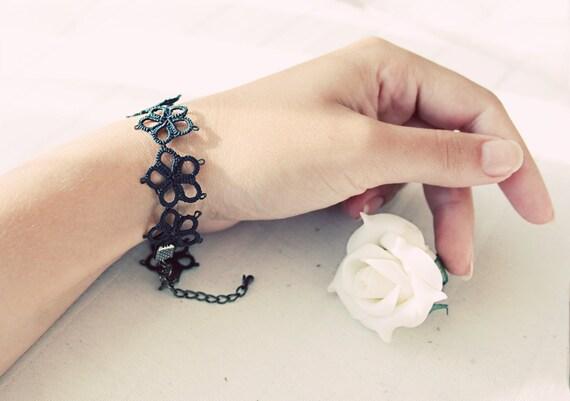 Handmade tatted bracelet in deep dark forest green - perfect gift for her for under 15 EUR