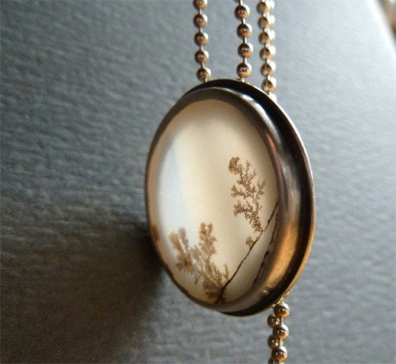 twilight woods dendritic agate necklace