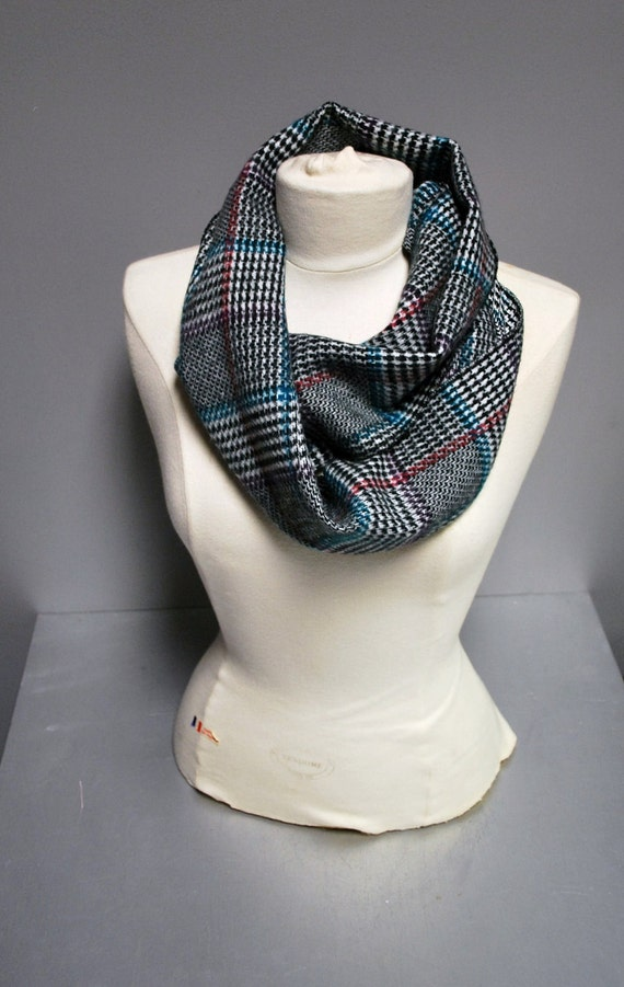 Vintage Plaid Scarf awesome colors great winter wear nice quality