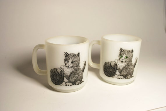 Vintage Glasbake Kitten Coffee Mugs set of 2 made in USA Kittens with yarn