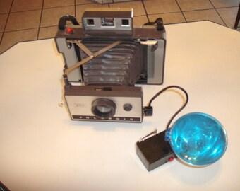 Polaroid Model 320 Instant Camera