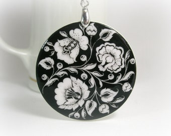 Black And White Flower Khokhloma Necklace, Russian Folk Art