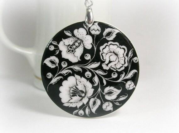 Black And White Flower Khokhloma Necklace, Russian Folk Art