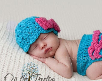 NEWBORN  Baby Girl Hat, 0 to 1 Months Baby Girl Flapper Hat, Turquoise with Hot Pink Bow, Photo props, Baby Shower Gift. Handmade, Kids