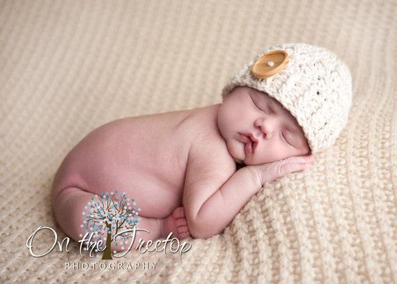 NEWBORN  Baby Boy Hat, 0 to 1 Months Baby Boy Hat, Boy Beanie, Cream with Wooden Button. Newborn Photo Shoots. Baby Shower Gift.