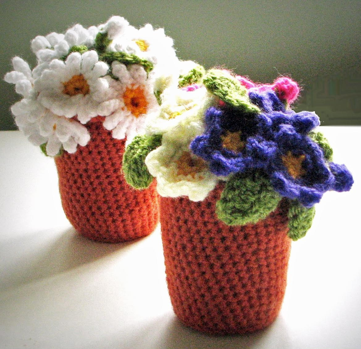 Flowerpots crochet pattern for daisy and primula primrose for Design patterns for pot painting